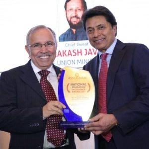 Sri Sri University receives the ASSOCHAM award for being the trendsetting synthesizer of traditional & global outlooks.